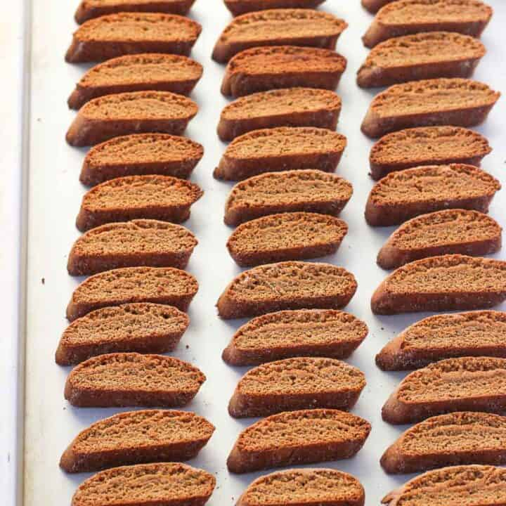 Mini Gingerbread Chai Biscotti - small, crunchy cookies that are spiced just right for the holiday season. These are great for dunking in coffee or hot chocolate, or for enjoying on their own!