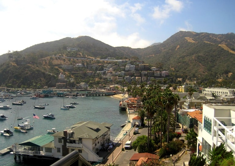 A view of the Catalina Island shoreline and city.