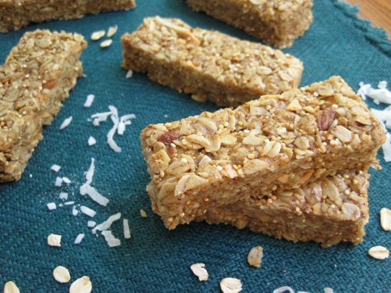 Coconut Quinoa Granola Bars | www.mysequinedlife.com