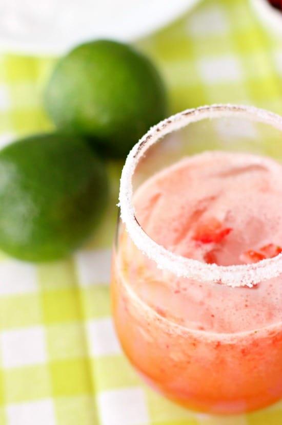 Frozen Strawberry Kiwi Moscato Cooler | www.mysequinedlife.com