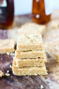 These honey maple cashew bars are super simple to make, no-bake, and only use six ingredients! A filling and healthy snack.   www.mysequinedlife.com