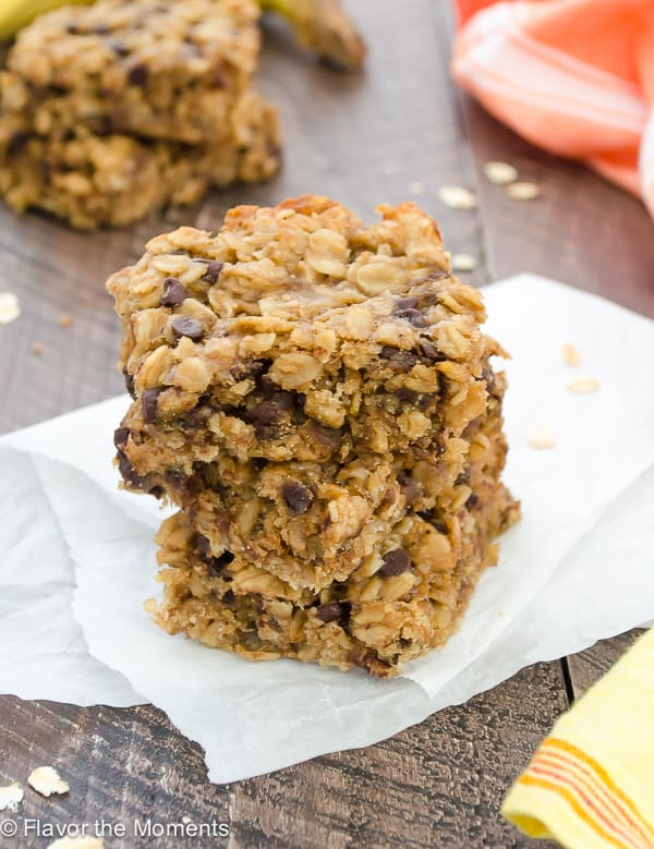 Peanut Butter Banana Chocolate Chip Oat Bars - Flavor the Moments