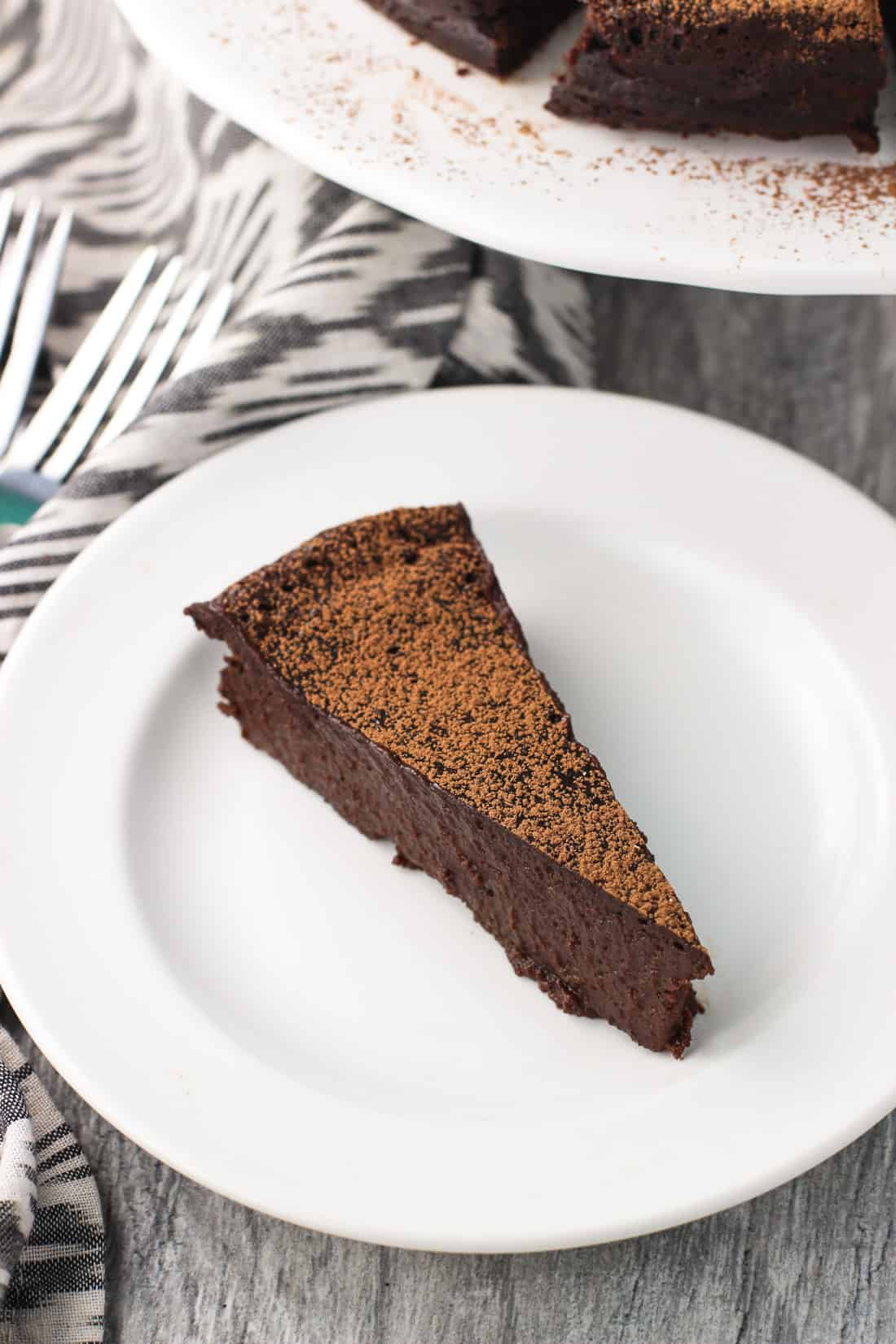 Flourless stout chocolate cake is dense and fudgy, and would make a delicious dessert for a crowd! Stout beer and espresso powder are added to the batter to enhance the rich chocolate flavor. Top with powdered sugar, cocoa powder, or whipped cream.